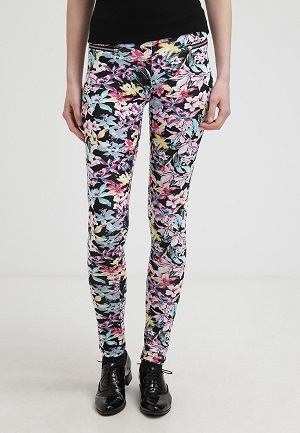 1e1f886fcff9 Mønstrede bukser til kvinder - 10 virkelig smarte bukser