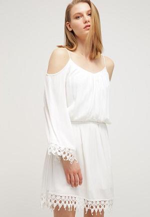 Langærmet hvid sommerkjole til kvinder