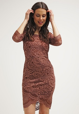 Rødelig kort kjole til kvinder