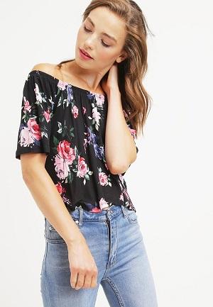 Fed t-shirt til kvinder med blomster