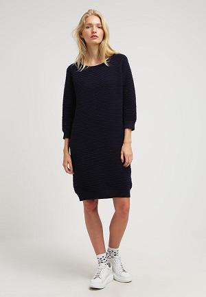 Navy farvet strikket kjole