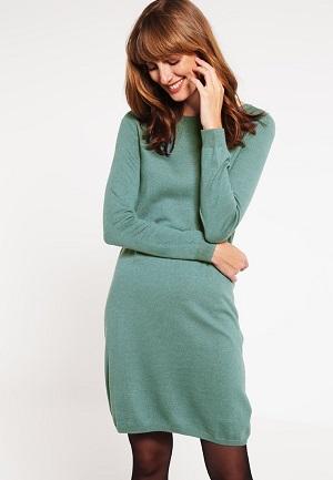Strikket kjole i turquoise