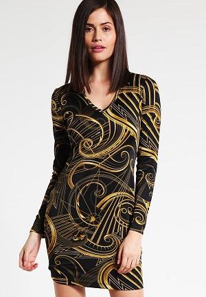 farverige-kjoler-med-guld